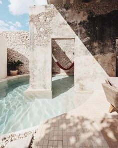 Casa Xólotl, A Home On The Yucatan Peninsula is part of Modern home Architecture - Previously a rundown property, 'Casa Xólotl' is the result of an ingenious renovation by Méridabased firm Punto Arquitectónico, that links earth with water Baroque Architecture, Interior Architecture, London Architecture, Design Exterior, Interior And Exterior, Design Jardin, Pool Designs, Outdoor Pool, Swimming Pools