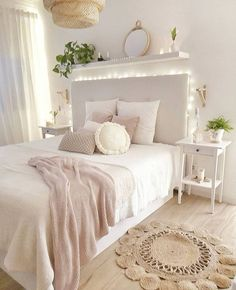 Girl Room Decor Ideas - How do you arrange a little girl's room? Girl Room Decor Ideas - What Every bedroom needs? Cute Bedroom Ideas, Cute Room Decor, Room Ideas Bedroom, Girl Bedroom Designs, Teen Room Decor, Bedroom Wall, Wall Decor, Diy Bedroom, Diy Wall