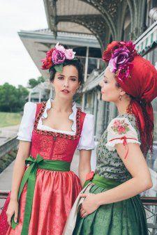 Dirndl Couture - Damen - Country Hotel Kleidung - Dirndl - Trachtenmode - Landhausmode und mehr