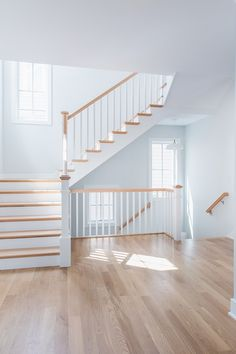 This unique unfinished wide plank floor is honestly an impressive style conception. Wood Floor Stairs, Glass Stairs, Floating Stairs, Painted Brick Exteriors, White Oak Wood, Staircase Remodel, Staircase Design, Open Staircase, Spiral Staircases