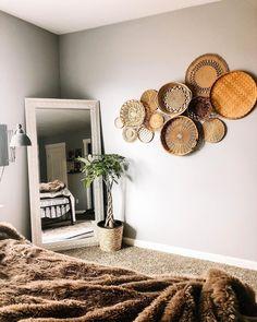 Straw Basket Wall Decor Idea // ig: wall decor diy How To Decorate Your Blank Walls: 17 Inspirational Chic Ideas Boho Living Room, Living Room Decor, Bedroom Decor, Master Bedroom, Baskets On Wall, Contemporary Decor, Interiores Design, Room Inspiration, Diy Home Decor