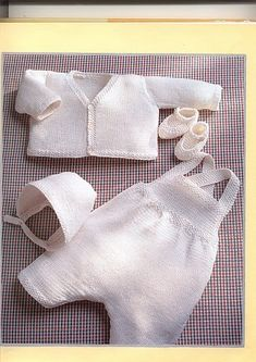 free pattern knitting baby overalls and sweater set Knitting For Kids, Baby Knitting Patterns, Baby Patterns, Free Knitting, Knitting Projects, Crochet Patterns, Baby Set, Tricot Baby, Baby Dungarees