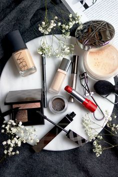 christmas-new-year-makeup-look-tutorial-2016-flatlay-photography-barely-there-beauty-blog