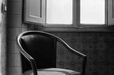 open darkroom. empty chair open darkroom: exibition/performance by Cuartonigro Photolab and Movimento Creative Label in Cortona, Tuscany. 19-20 july 2014.  35mm - Ilford HP5 800 - microphen 1+1 #believeinfilm #cortona #emptychair #backandwhite #filmphotography #movimentolabel #mocreative #ilford #hp5 #microphen