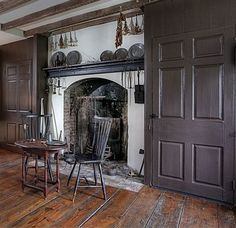 FARMHOUSE – INTERIOR – note how the doors, windows, and trim were painted in the colonial era, while the walls remained in a plaster color. It seems reverse in modern times.