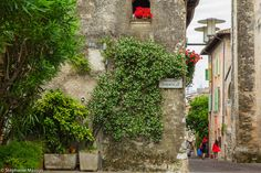 Sirmione by Stéphanie Masson on 500px - A beautiful villa and two women walking in the streets of Sirmione, Italy.