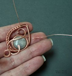Tutorial DIY Wire Jewelry Image Description Picture tute - pendant with beads or could be used for earrings ~ Wire Jewelry Tutorials Copper Jewelry, Pendant Jewelry, Beaded Jewelry, Handmade Jewelry, Ruby Pendant, Pendant Necklace, Wire Wrapped Pendant, Wire Wrapped Jewelry, Wire Pendant