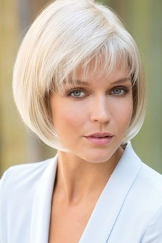 Creative And Inexpensive Unique Ideas: Pixie Hairstyles Before And After brunette hairstyles fashion.Beehive Hairstyle Audrey Hepburn pixie hairstyles Hairstyles Over 40 Long Hair. Bob Hairstyles For Fine Hair, Short Bob Haircuts, Short Hairstyles For Women, Afro Hairstyles, Black Hairstyles, Girl Haircuts, Hairstyles 2016, Trendy Hairstyles, Wedding Hairstyles