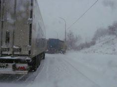 Codul galben de ninsori a paralizat sudul judeţului dar şi intrările în oraş dinspre Brăila şi Tecuci.    Zeci de tiruri, furgonete şi autoturisme au rămas blocate din cauză că utilajele de deszapezire au intervenit mult prea târziu. În plus, drumul naţional 25, care face legătura între Moldova şi Muntenia a fost blocat timp de câteva ore din cauza ciocnirii dintre două tiruri. Snow, Outdoor, Outdoors, Outdoor Games, Outdoor Living, Bud, Let It Snow