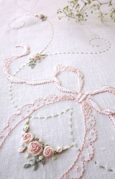 Wonderful Ribbon Embroidery Flowers by Hand Ideas. Enchanting Ribbon Embroidery Flowers by Hand Ideas. Silk Ribbon Embroidery, Hand Embroidery Patterns, Vintage Embroidery, Embroidery Applique, Cross Stitch Embroidery, Machine Embroidery, Brazilian Embroidery, Embroidery Techniques, Sewing Crafts