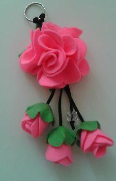 Felt Valentine's Day Craft Tips Paper Flowers Craft, Felt Flowers, Flower Crafts, Fabric Flowers, Diy Arts And Crafts, Felt Crafts, Diy Crafts, Fabric Ribbon, Felt Fabric