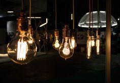 Designverstas Omana, Simppeli-valaisin värillisillä lampunjohdoilla. Light Bulb, Lighting, Interior, Design, Home Decor, Products, Decoration Home, Indoor, Room Decor