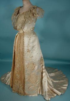 c. 1903 STERN & Co, WIEN (Vienna) Robes Victorian or Gibson Era Ivory Silk Satin and Ecru Lace 2-piece Ballgown