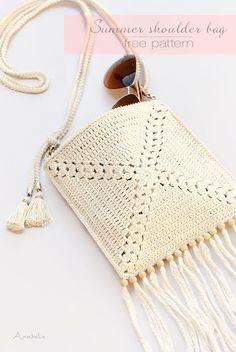 ¡Hola! Hoy os propongo hacer estas bolsas para maquillaje de ganchillo ideales para llevar en nuestros bolsos de playa. El patrón y las in... #paraguay #michaelkors #perfumes #relojes