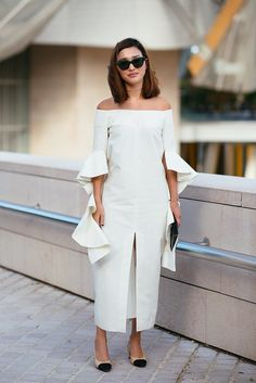 Pin for Later: The Best Street Style From All of Paris Fashion Week Paris Fashion Week, Day 9 Nicole Warne in Chanel shoes. Fashion Week Paris, Moda Fashion, Star Fashion, Fashion Story, Women's Fashion, Cool Street Fashion, Street Chic, Karl Lagerfeld, Nicole Warne