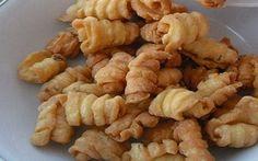 Resep Kue garpu Renyah dan gurih. Bentuknya imut cukup menggoda utk jadi camilan / kue kering lebaran, cek resep cara membuat kue garpu berikut