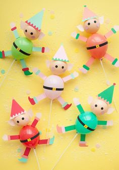 Elf Balloon Sticks diy decoration free printables for children to make this christmas Christmas Activities, Christmas Crafts For Kids, All Things Christmas, Holiday Crafts, Christmas Holidays, Elf Christmas Decorations, Christmas Balloons, Balloon Crafts, Mini Balloons