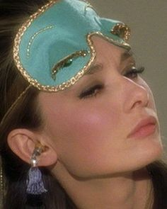 MAKEUP FIT FOR A BREAKFAST AT TIFFANY'S Audrey Hepburn Holly Golightly Beauty How-To Breakfast With Audrey: