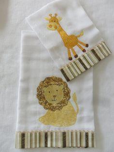 kit contém 01 fralda grande e 1 fralda de boca que podem ser feitos em vários temas e cores. R$ 36,00