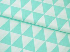Schöner Baumwollstoff für tolle Projekte und Näharbeiten im Deko und Kinder Bereich!  Farbe: Dreieck Muster Retro mint weiß Motivgröße: ein Dreieck misst ca an der Breitesten Stelle...