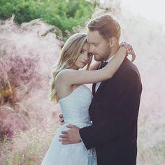 Wata cukrowa 😘 #miłość #love #happy #wedding #slubnaglowie #ślub #pannamłoda #panmłody #sukniaslubna #instagood #kobieta #poznań #szczęśliwa #photography #smoking #pięknie #bohowedding #rustykalnie #uśmiech #para #żona #mąż #romantycznie #sesja #bukiet #kwiaty #roses #róże