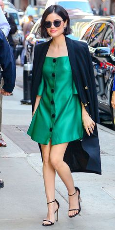 Lucy Hale is making us green with envy. InStyle's Look of the Day picks for April 2017 include Lucy Hale, Shay Mitchell and Charlotte Le Bon. Lucy Hale Outfits, Spencer Hastings, Estilo Fashion, Look Fashion, Pelo Corto Lucy Hale, Lucy Hale Short Hair, Lucy Hale Style, Jessica Parker, Up Dos