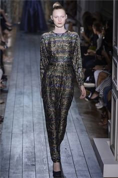 Photos and comments about the collection, the outfits and accessories for Valentino Haute Couture presented Autumn-Winter 2012-13 #moda