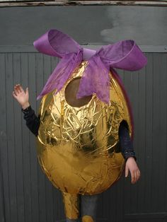 Golden egg costume for parade Costume Hire, Chocolate Dreams, Craft Party, Fancy Dress, Easter Eggs, Holiday Decor, Holiday Ideas, Centerpieces, Bloom