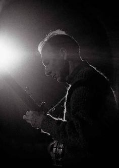 Pete Seeger, 1965 | 15 Vintage Photos Of Pete Seeger, Bob Dylan, And Other Folk Legends From The '60s & '70s