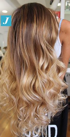 Una cascata di capelli biondi firmata Degradé Joelle! #cdj #degradejoelle #tagliopuntearia #degradé #igers #musthave #hair #hairstyle #haircolour #longhair #ootd #hairfashion #madeinitaly #wellastudionyc