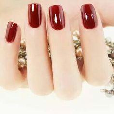 Esse vermelho é um clássico da Risqué. Esmalte Cremoso Risqué Carmim. Compre o seu em: www.lojadeesmaltes com br