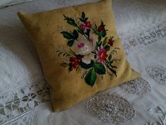 VINTAGE EMBROIDERED NEEDLEPOINT CUSHION YELLOW FLORAL ROSES FABRIC