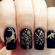 Wonderful Winter Nail Art Designs (I usually don't like Holiday nails but I love these! It looks so real) Holiday Nail Designs, Holiday Nail Art, Winter Nail Designs, Winter Nail Art, Christmas Nail Art, Winter Nails, Nail Art Designs, Black Christmas, Fancy Nails