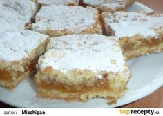 Křehký jablkový koláč recept - TopRecepty.cz Apple Dessert Recipes, Sweet Desserts, Sweet Recipes, Cake Recipes, Czech Recipes, Vanilla Cake, Yummy Treats, Sweet Tooth, Cheesecake