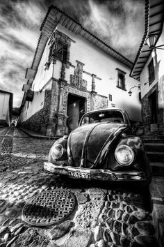 - Inca Beetle by Dan Deakin - Fotografie Black And White Picture Wall, Black And White Pictures, Black And Grey, Amazing Photography, Street Photography, Car Drawings, Chicano, Aesthetic Pictures, Black And White Photography