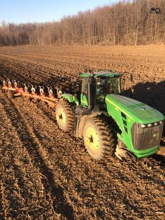 Photo of a John Deere Canada maple shadow farms.nl - the number 1 tractor photo website. Jd Tractors, John Deere Tractors, John Deere Combine, Tractor Pictures, New Tractor, John Deere Equipment, Classic Tractor, Farm Life, Agriculture
