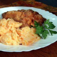 Recept : Bramborová kaše s mrkví a česnekem | ReceptyOnLine.cz - kuchařka, recepty a inspirace Meat, Chicken, Food, Meals, Yemek, Buffalo Chicken, Eten, Rooster