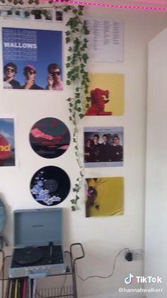 Indie Room Decor, Cute Room Decor, Teen Room Decor, Aesthetic Room Decor, Room Ideas Bedroom, Army Room Decor, Hipster Room Decor, Bedroom Inspo, Retro Room
