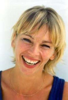 dit is Francine Oomen. Ik las vroeger veel boeken die geschreven zijn door haar.