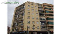 Piso situado en la localidad de Mislata. Cuenta con una superficie de 99 m�. Dispone de 3 dormitorios, 2 ba�os y 1 terraza. Vivienda ubicada a escasos metros de la parada de Metro de Mislata, muy cerca de colegios.  Vivienda de Protecci�n Oficial  DAT
