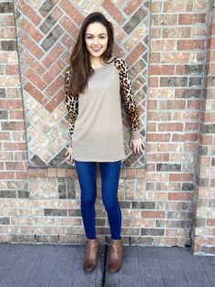 Skinny jeans and brown booties. Nice fall look and animal print always turns heads. Joy Instagram, Brown Booties, Fall Looks, Cheetah, Autumn Winter Fashion, Skinny Jeans, Knitting, Chic, Casual