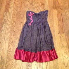 ✌️Free People Dress ✨Just Reduced✨ Purple Sparkle Strapless Dress w/ pink floral design & silky ruffle. Stretch elastic across back. Measures 26.5 top to bottom. Pre worn. Great condition! Free People Dresses Midi