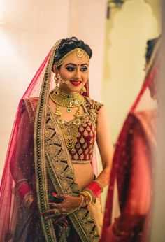 bridal pictures Source by claregorn Indian Bridal Photos, Indian Bridal Outfits, Indian Bridal Hairstyles, Indian Bridal Fashion, Indian Bridal Makeup, Indian Bridal Wear, Bridal Pictures, Indian Wear, Wedding Photos