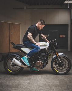 Super stoked on this one, amped to have the first customer Vitpilen 401 in our country. We will tweak it a bit, mostly optics. Cafe Racer Bikes, Cafe Racer Motorcycle, Moto Bike, Motorcycle Bike, Cafe Racers, Custom Motorcycles, Custom Bikes, Cars And Motorcycles, Offroader
