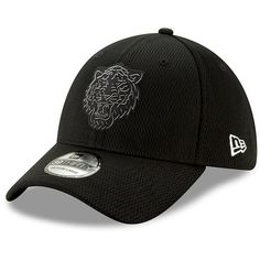 Men s Detroit Tigers New Era Black Clubhouse Collection 39THIRTY Flex Hat d842c64a79c