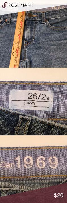 "Gap women's jeans size 26 Medium wash denim, so soft!  In perfect condition.  Waist to crotch 9"".  Inseam 28"" GAP Jeans"