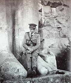 WW1. British Officer relaxes at a Egyptian monument. The war in Egypt and Palestine was much more mobile than the Western Front, also often fast moving, and fought in hot and dry conditions. It posed a whole range of challenges to those who fought there. A great number of personnel did actually serve in Egypt and Palestine at some point during the war with units regularly being withdrawn from the Western Front to serve in the area before returning. Egypt also served as a staging post.