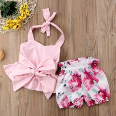 View our wide collection of cute newborn baby girl dresses including rompers, swim suites, night suites, jumpsuits & more. Buy clothes for your baby girl now! Baby Girl Bows, Baby Girl Dresses, Baby Girl Newborn, Baby Dress, Baby Girls, Baby Baby, Fashion Kids, Baby Girl Fashion, Babies Fashion