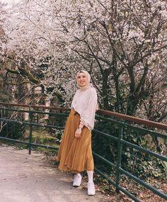 New womens fashion spring summer belts ideas Muslim Fashion, Modest Fashion, Skirt Fashion, Fashion Outfits, Womens Fashion, Spring Dresses Casual, Modest Dresses, Modest Outfits, Casual Summer