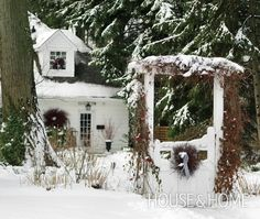 pictures of country christmas decor   Photo Gallery: Country Christmas Outdoor Decor   House & Home